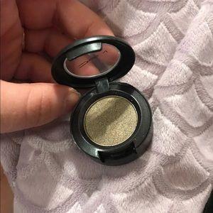 MAC eyeshadow pod